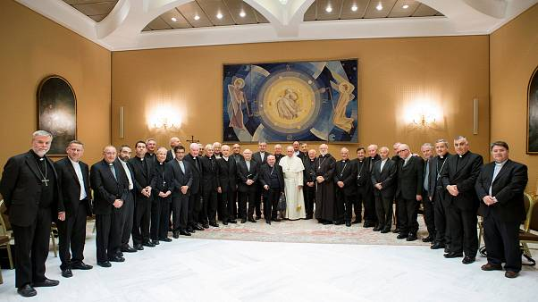 Pope Francis poses with Chile's bishops after a Vatican meeting