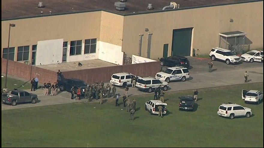 10 Tote bei Schießerei an Highschool in Texas