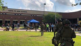 تیراندازی در دبیرستان ایالت تگزاس آمریکا؛ ۱۰ نفر کشته و ۱۰ نفر زخمی برجای گذاشت