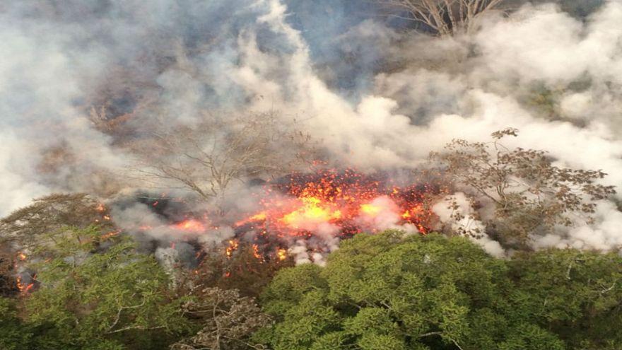 حمم بركان كيلاويا في هاواي تنذر بحالات ثوران جديدة