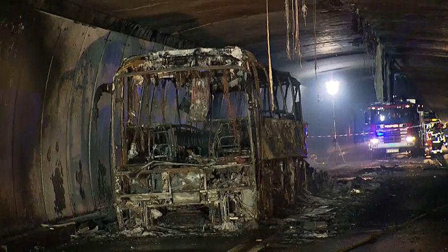 Schweiz: Deutscher Reisebus brennt aus
