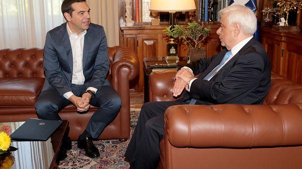 Σκοπιανό: Ο Πρωθυπουργός ενημέρωσε τον ΠτΔ και τους πολιτικούς αρχηγούς