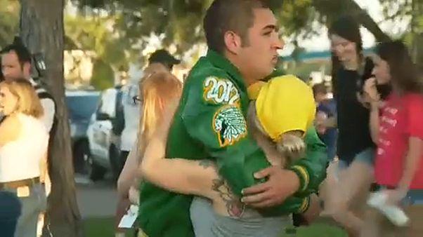 Iskolai lövöldözés Texasban, őrizetben a támadók