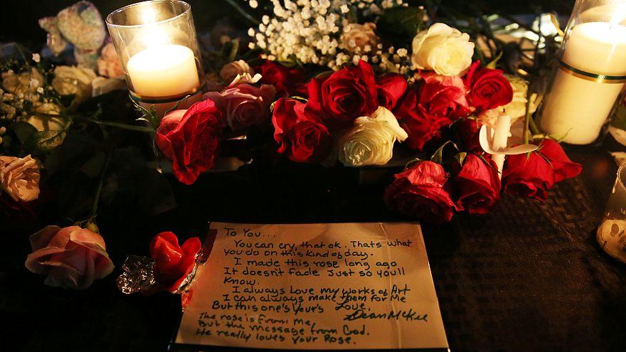 Vigília em memória das vítimas de tiroteio no Texas