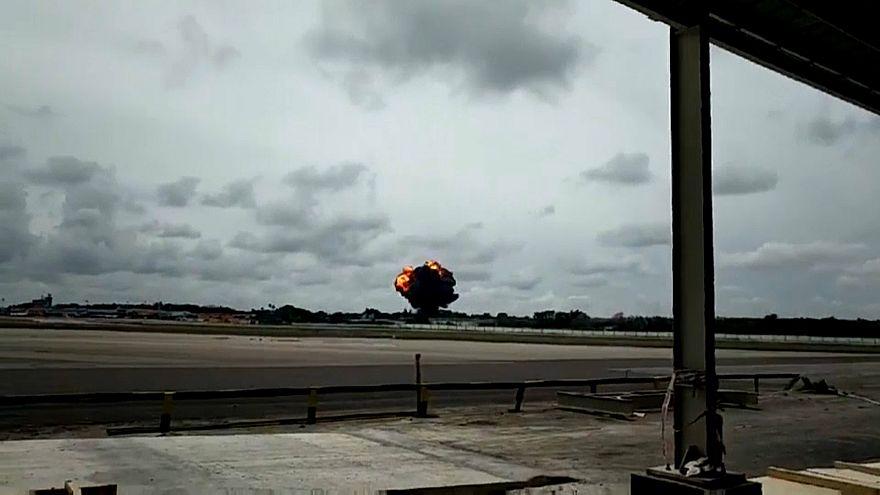 شاهد: لحظة سقوط وتحطم طائرة الركاب الكوبية