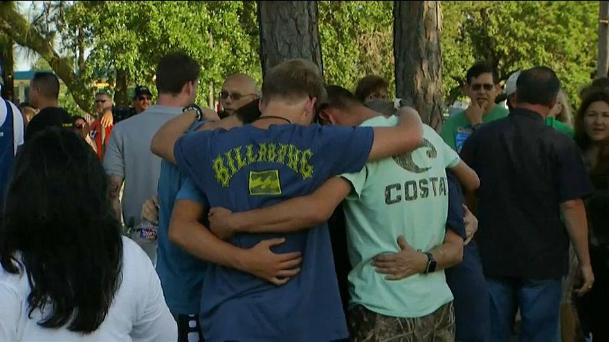 US Texas school shooting vigil