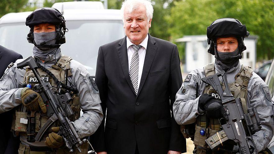 وزير الداخلية الألماني يريد ترحيل الحارس السابق لبن لادن
