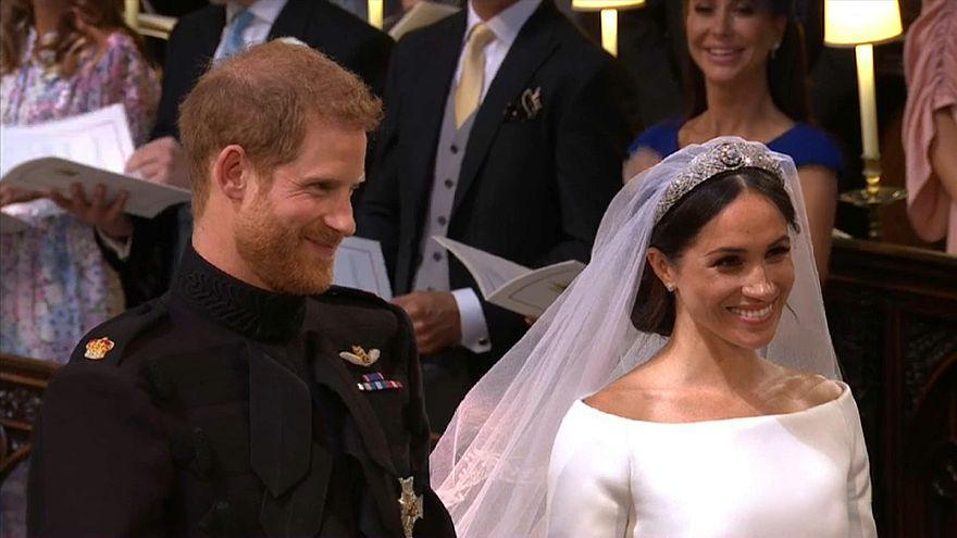 """شاهد: الأمير هاري وزوجته يتبادلان عهود الحب والتقدير """"حتى الموت"""""""