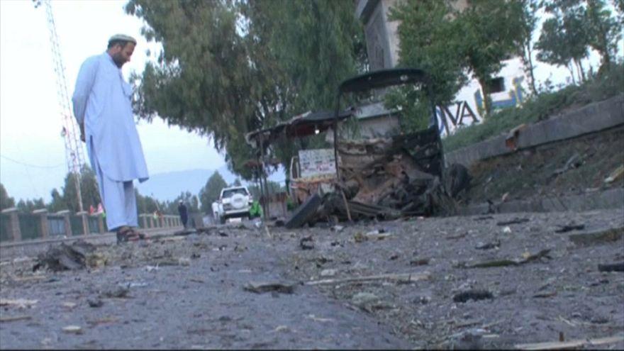 Vários mortos e feridos em atentado num estádio