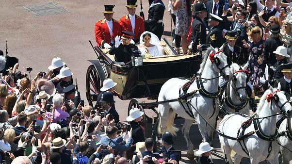 Kraliyet düğününe şahit olmak isteyen on binler Windsor'a akın etti