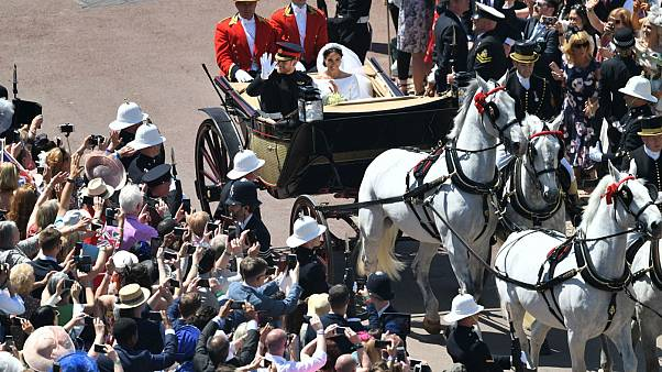 Λονδίνο: Χιλιάδες στους δρόμους για τον πριγκιπικό γάμο