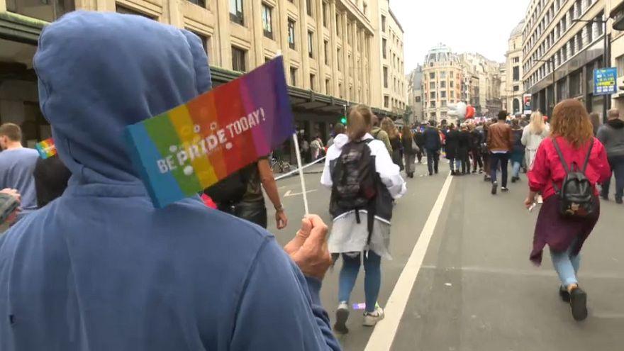 Miembros del colectivo LGTBI de Turquía celebran en Bélgica el día del Orgullo Gay