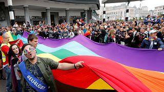 Comunidade LGBTI luta por direitos em parada de Bruxelas