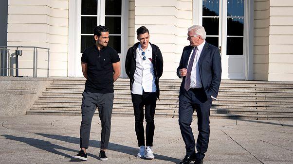2. Treffen mit einem Präsidenten: Özil  und Gündogan bei Steinmeier