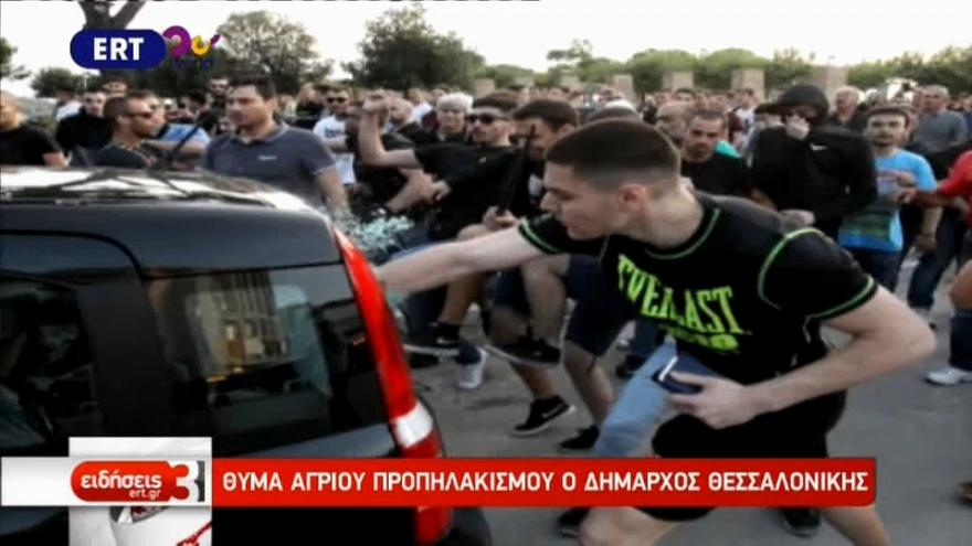 Des nationalistes violentent le maire de Thessalonique