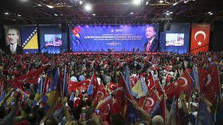 Meeting polémique du président turc en Bosnie