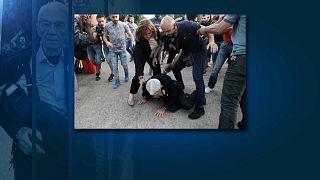 Nationalist extremists attack Greek mayor on camera