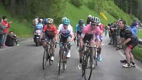 Simon Yates ataca para a vitória na 15ª etapa do Giro