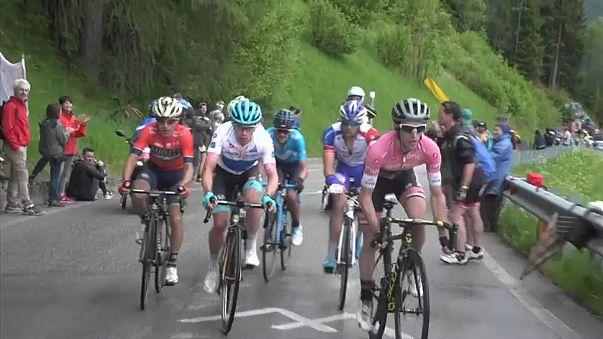 Giro  Bisiklet Turu'nda Simon Yates Rüzgarı