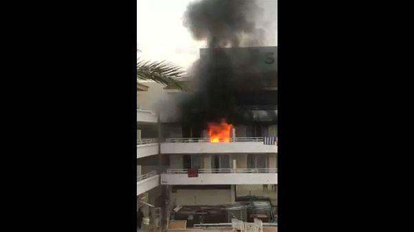 شاهد: حريق يعكر عطلة السياح في فندق بجزيرة مايوركا