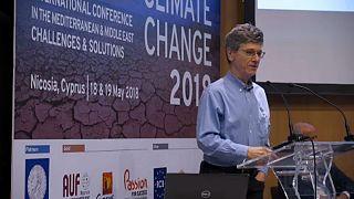 ΗΠΑ: Πανίσχυρη η βιομηχανία πετρελαίου – Ο οικονομολόγος Τζέφρι Σακς μιλά στο euronews