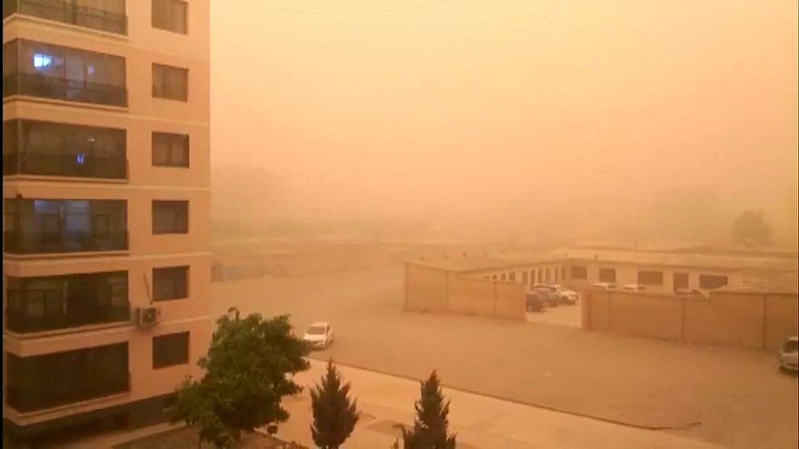 Cina: maxi tempesta di sabbia a nord-ovest, visibilità al minimo