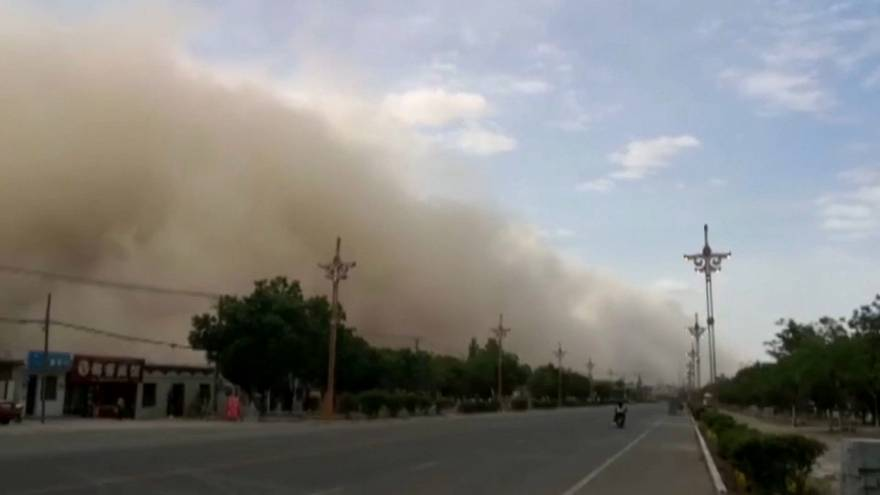 Sandstorm in north-west China