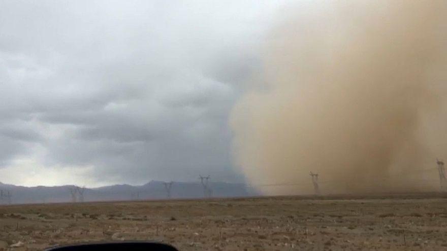 Песчаный шторм на северо-западе Китая