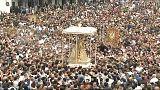 """شاهد: الإسبان يحيون شعائر """"سالتو دي لا ريخا"""" الدينية"""
