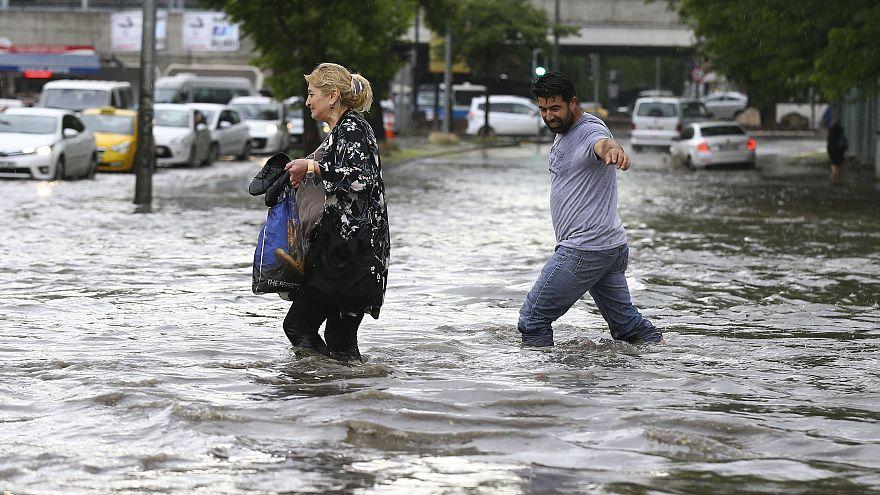 Ankara sokakları su altında