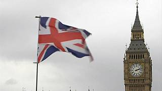 """Il parlamento di Londra critica la May: """"Chiude un occhio sui capitali russi"""""""