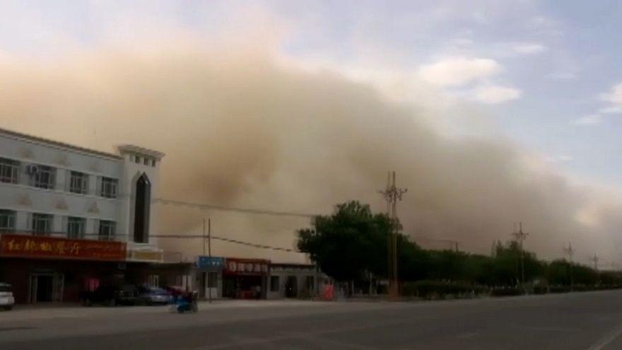 Una tormenta de arena se traga una ciudad china