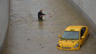 Des véhicules sous les eaux à Ankara