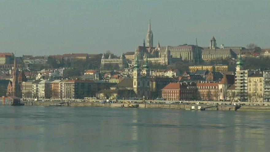 Bannon in Ungheria: negato accredito a un giornalista