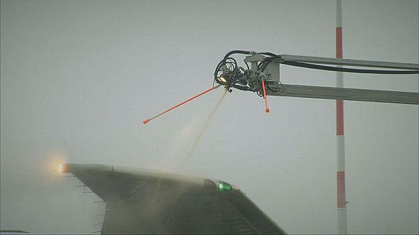 Como evitar que as gotas de água se transformem em gelo nas superfícies dos aviões?