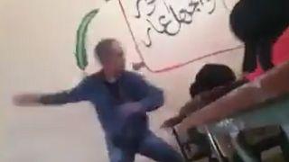 معلم مغربي يضرب ويعنف إحدى طالباته