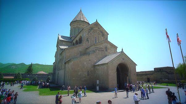 "Kult um die ""Kathedrale der lebensspendenden Säule"""