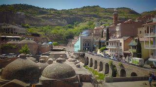 O mundo moderno e o antigo em Tbilissi