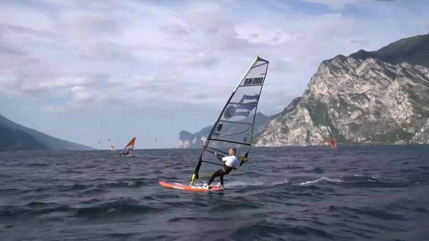 Windsurf adaptado a la discapacidad que desafía al viento