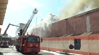 شاهد: تصاعد ألسنة اللهب بحريق مرسين في تركيا