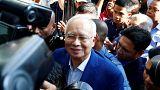 رئيس وزراء ماليزيا السابق يخضع للإستجواب في قضايا فساد