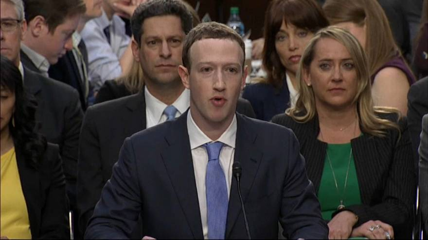 Mark Zuckerberg riferisce al Parlamento europeo in streaming