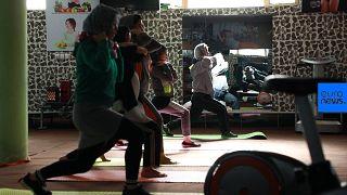 Junge Frauen im Fitness-Studio in Kabul