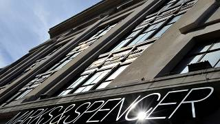 Marks and Spencer 100'den fazla mağaza kapatacak
