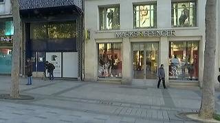 Brit boltjainak zömét is bezárja a Marks & Spencer