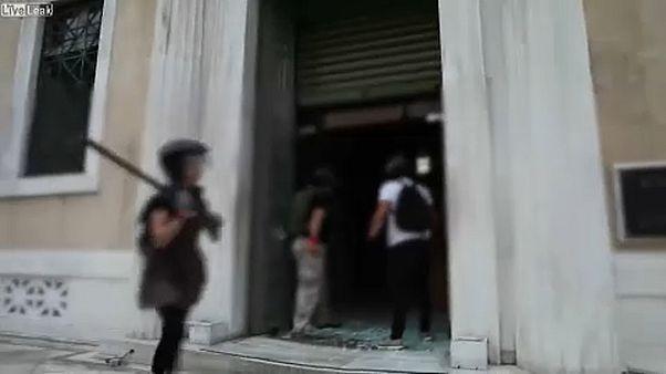 Anarchisták támadtak egy athéni bróságra