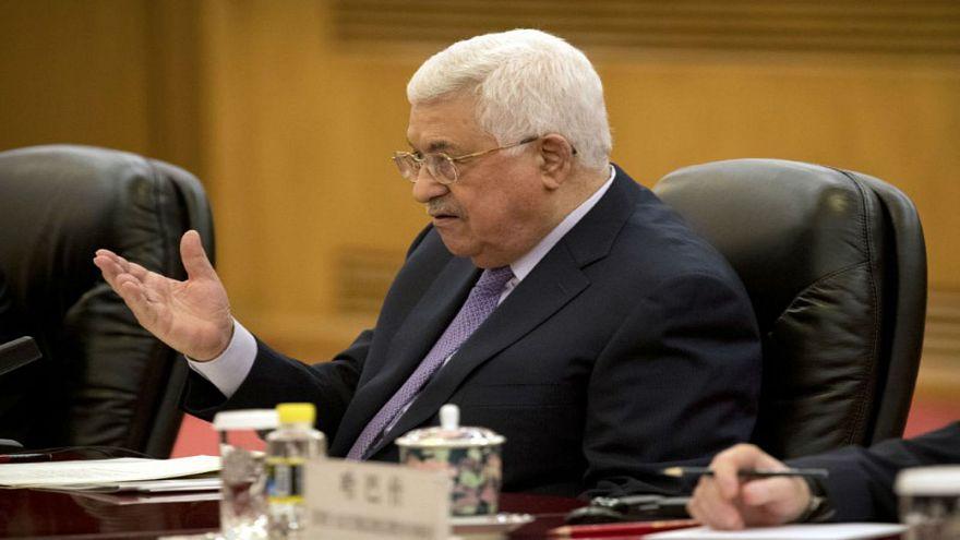 عباس مصاب بالتهاب رئوي وقد يظل في المستشفى لعدة ايام