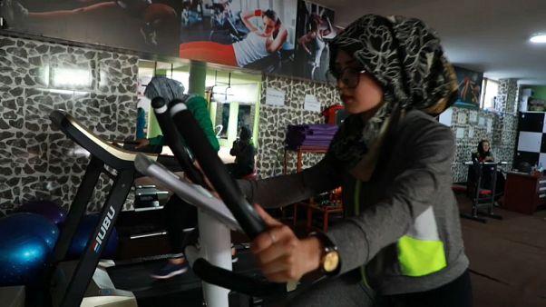 Altro che alcol e droghe, le donne afghane rischiano... per andare in palestra