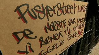 A sign saying that Pusher St. in Christiania will be shut for a few days