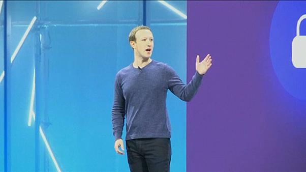 """A Facebook-vezér """"PR útja"""" Brüsszelbe"""